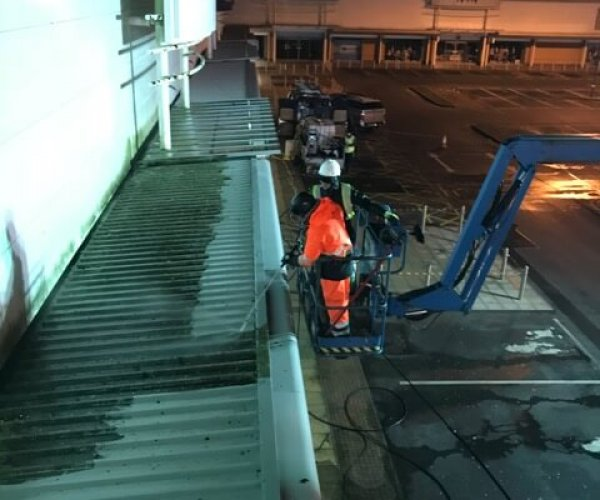building-roof-cleaning